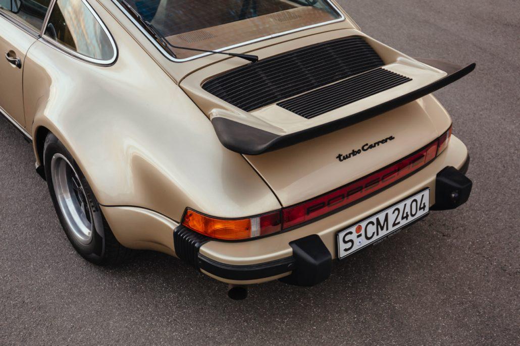 Imposanter Heckflügel des Porsche 930 Turbo Carrera