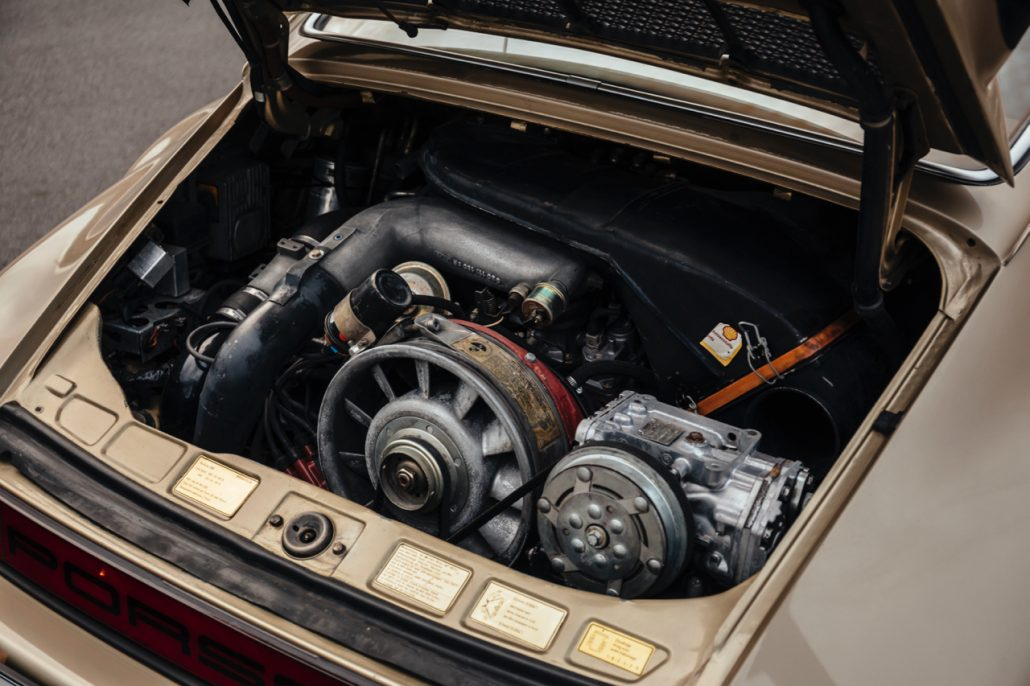 Der 6 Zylinder Boxer Motor des 930 Turbo überzeugt mit 3 Litern Hubraum