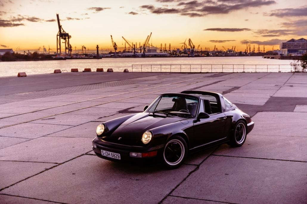 Porsche 964 Targa in Schwarz im Hamburger Hafen