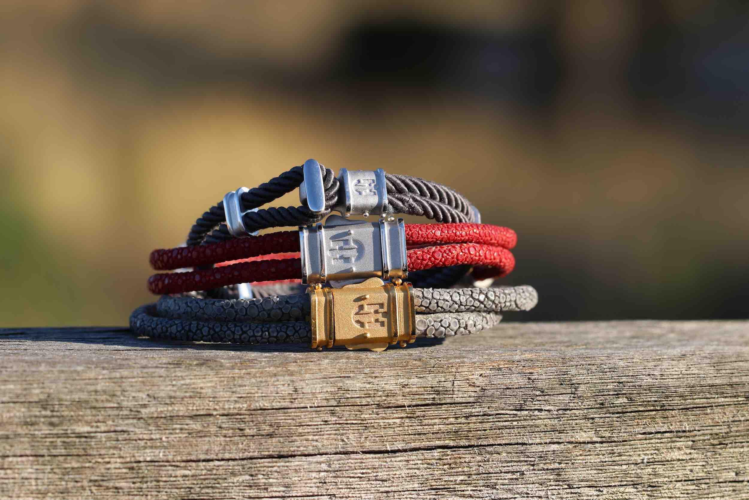 Armband-Kollektion aus Rochenleder, Seidenkordel und Nappaleder, handgefertigt in Hamburg